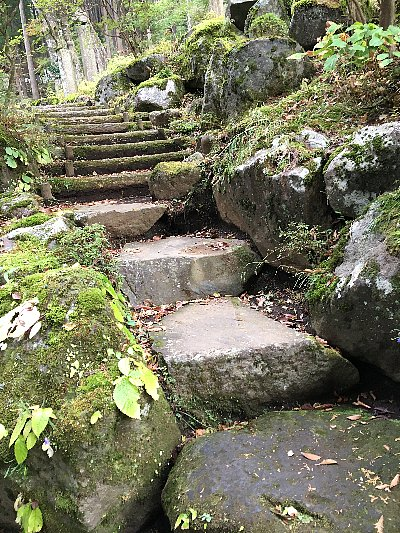 箱根長安寺の境内