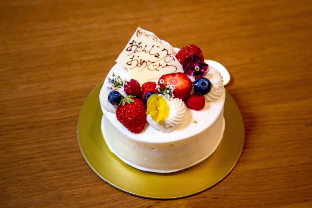 小さなホールケーキ