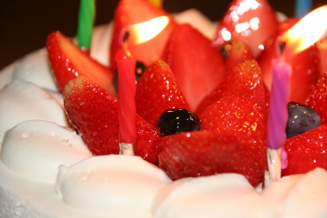 お祝い用のホールケーキ