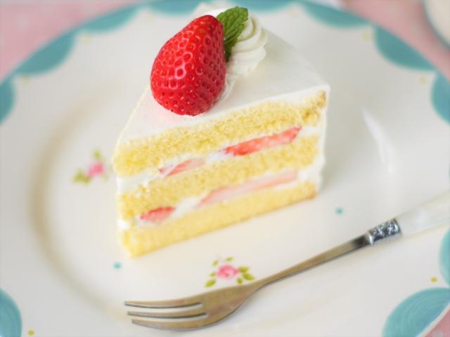 きれいにカットされたケーキ