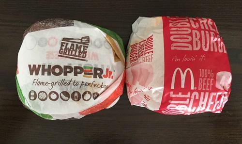 ワッパージュニアとダブルチーズバーガーの大きさ比較