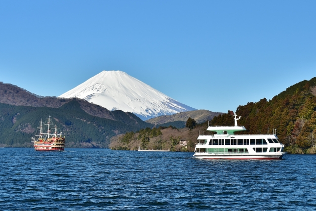 冬の芦ノ湖から見える富士山