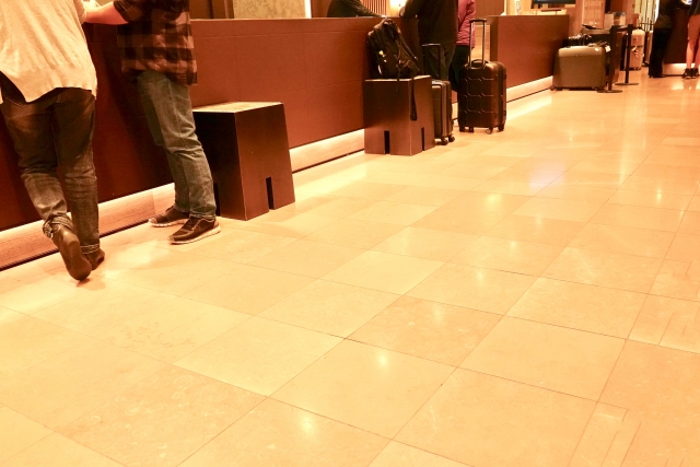 ホテルにチェックイン