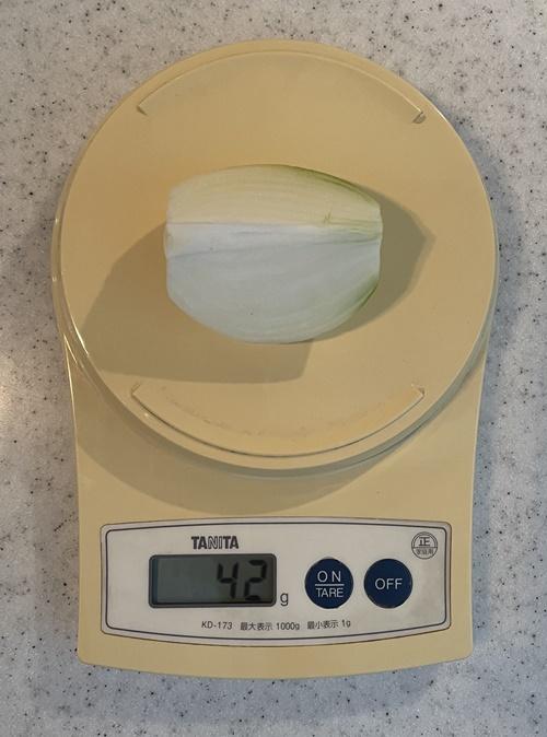 玉ねぎ1/4個の重さは42g