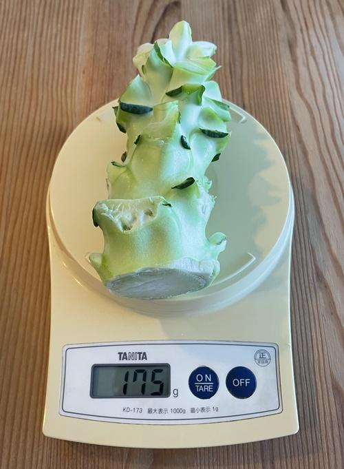 ブロッコリー茎の部分の重さは175g