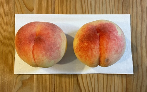 2Lサイズの桃2個